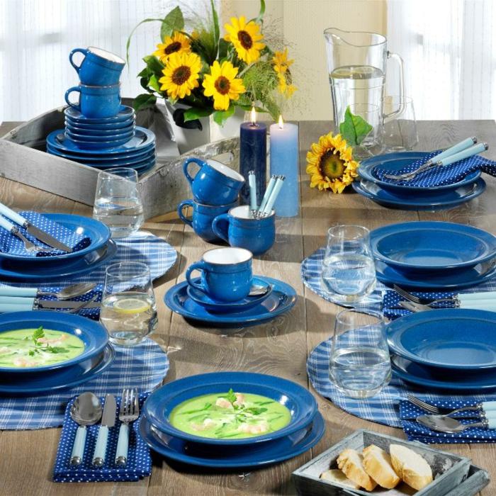 blaues-geschirr-schöne-sonnenblumen