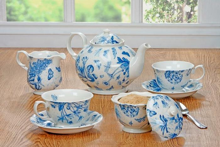 blaues-geschirr-wunderschöner-set