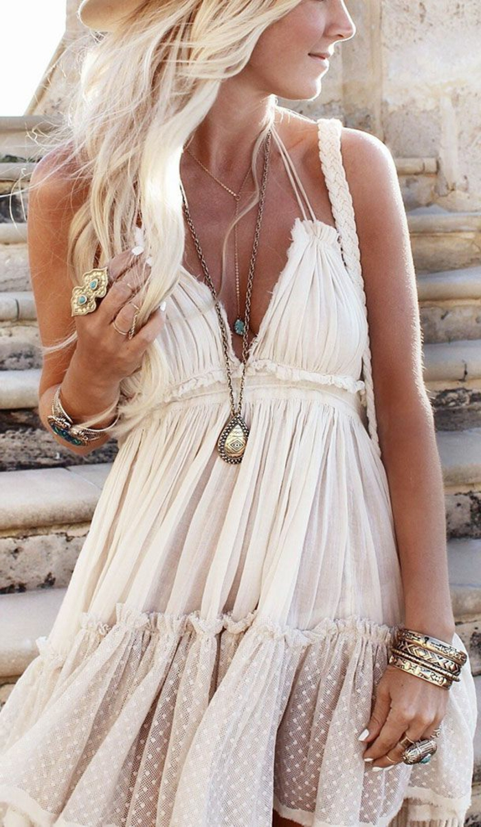 cooles-Modell-Boho-chic-Kleid-creme-farbe-Tüll-Schmuck