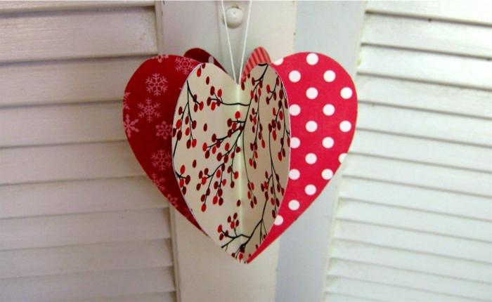 deko-herzen-tolles-modell-aus-papier-rote-farbe