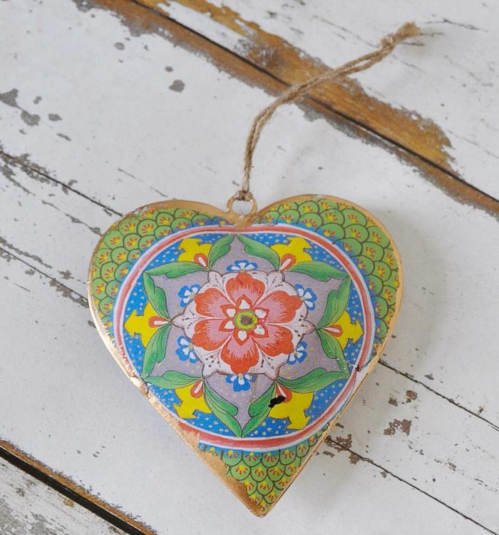 deko-herzen-wunderschöne-bunte-farbe