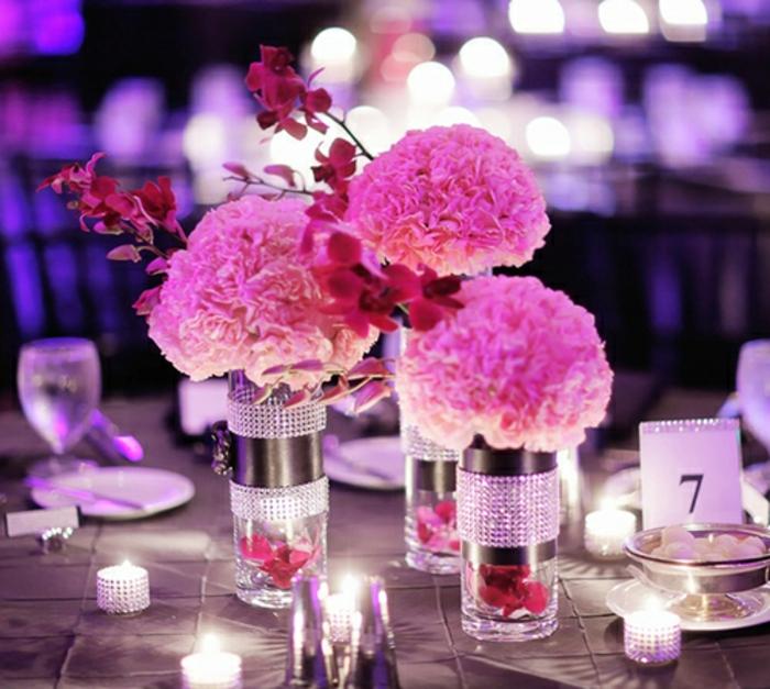 dekoideen-für-hochzeit-rosige-schöne-blumen