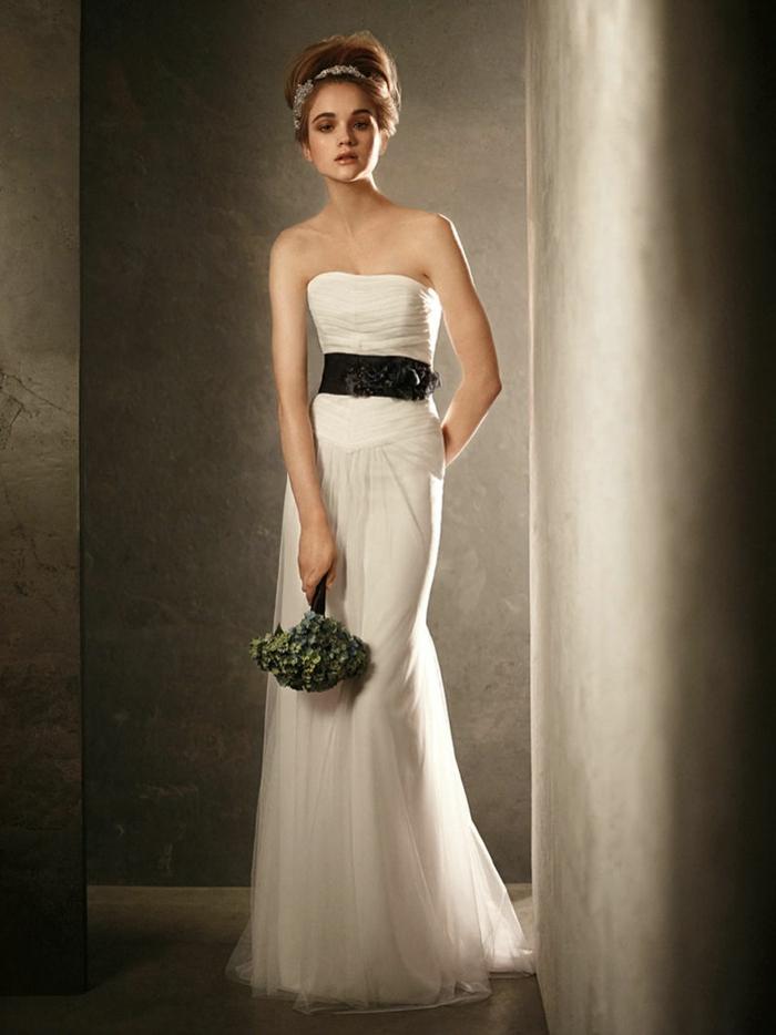 designer-brautkleider-elegantes-modell-gürtel-in-schwarz