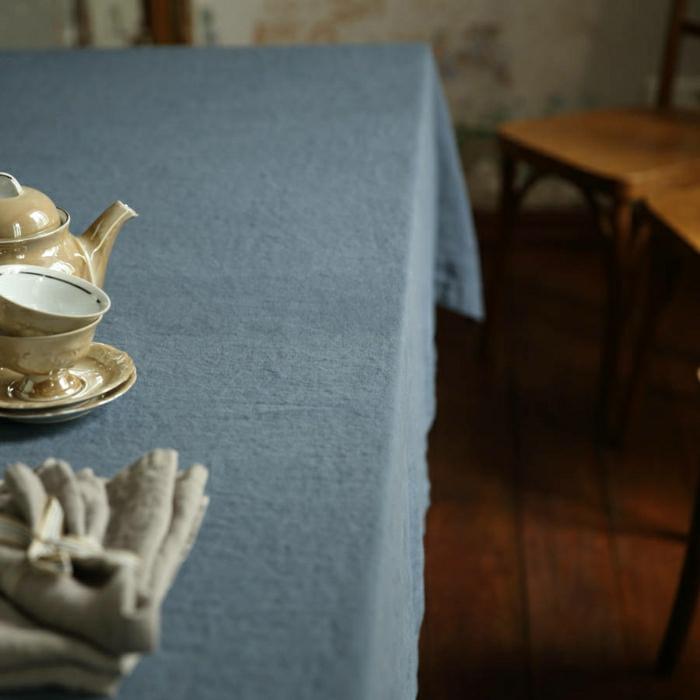 dunkelblaue-Leinen-Tischdecke-Geschirr-Porzellan