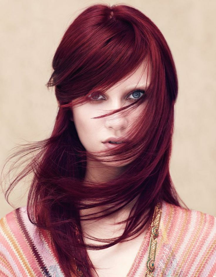dunkelrote-haare-super-aussehen