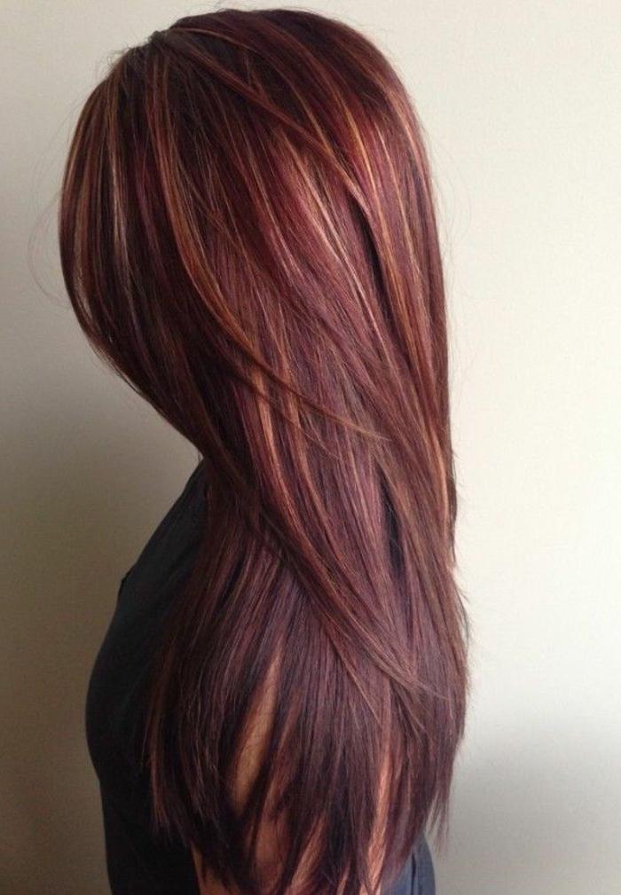 dunkelrote-haare-wunderschönes-mädchen