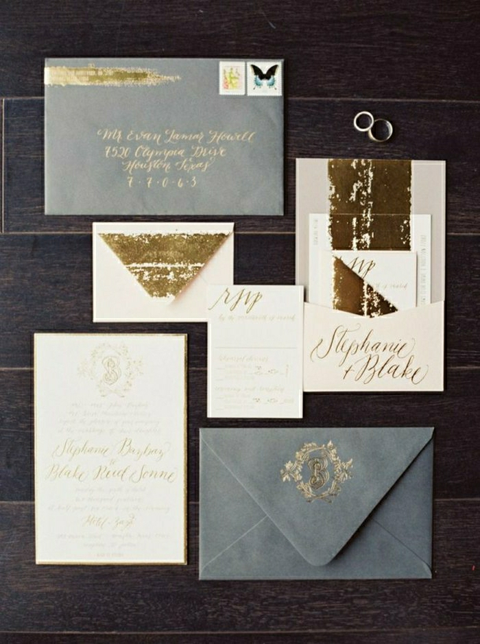 einladungskarten-hochzeit-elegante-graue-Briefumschläge-goldene-Schrift-Glanz-Glitter-Eheringe