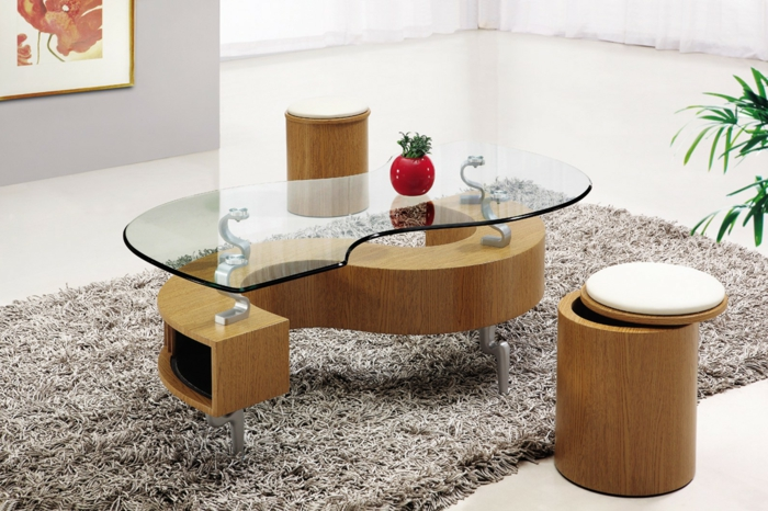 elegantes-Interieur-Couchtisch-mit-Hocker-hölzerne-Grundlage-gläserne-Tischplatte-kreatives-Design