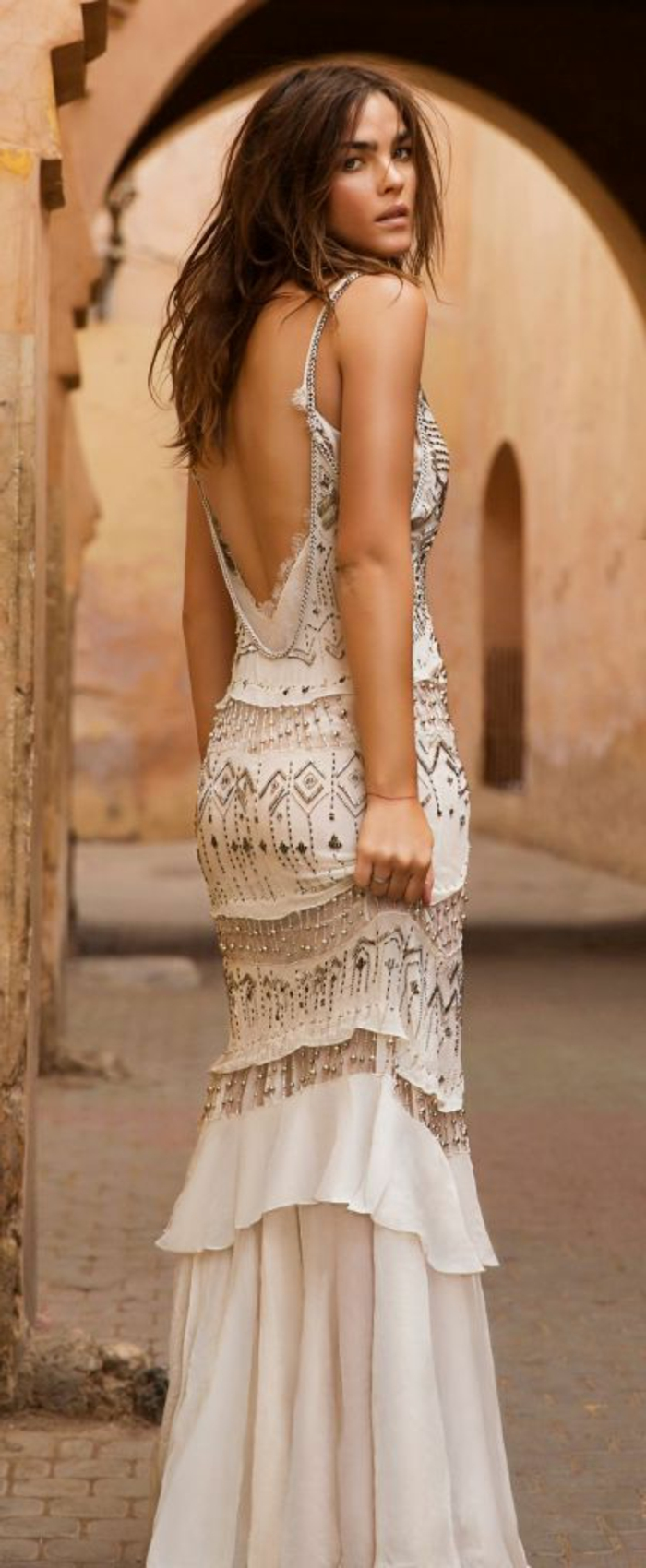elegantes-langes-Kleid-glitzerne-Dekoration-schick-boho-chic