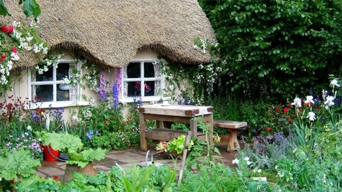 englischer-Garten-Blumen-Häuschen-Bänke-Tisch-Massivholz-rustikal