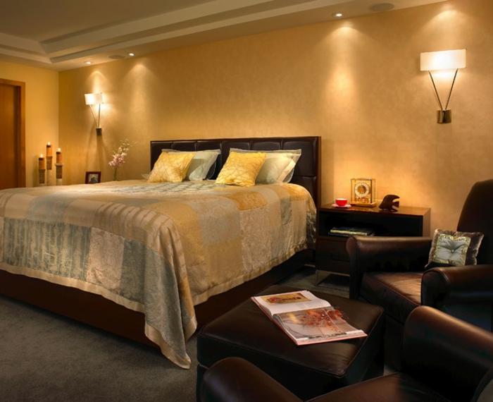 farbe-gold-in-der-einrichtung-gemütliches-schlafzimmer-sehr-schön