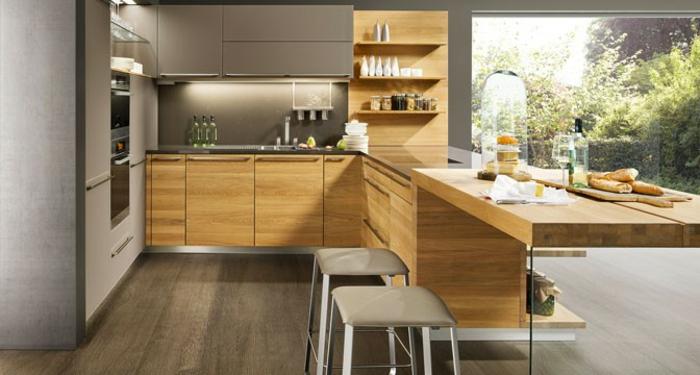 farbe-gold-in-der-einrichtung-große-elegante-küche
