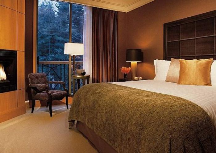 farbe-gold-in-der-einrichtung-interessantes-schlafzimmer-ausstatten