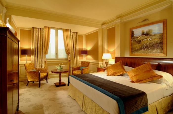 farbe-gold-in-der-einrichtung-luxuriöses-schlafzimmer