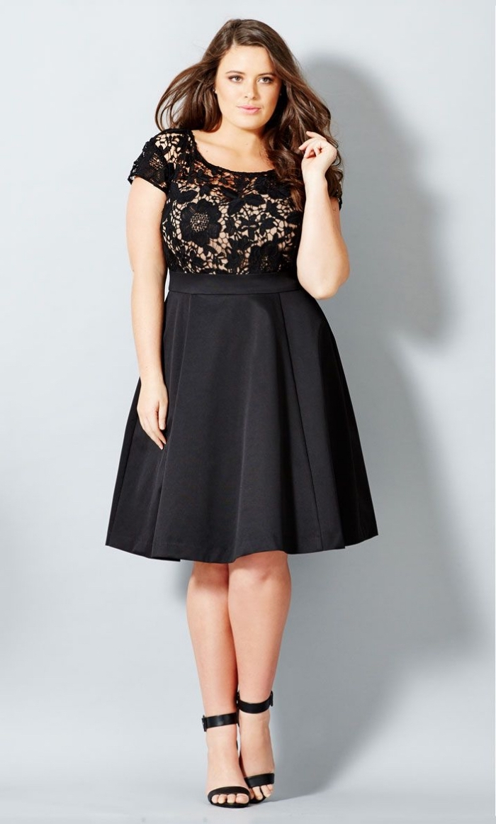 festliche kleider für große größen, abiballkleider ideen, kurzes schwarzes kleid in a linie, offene haare