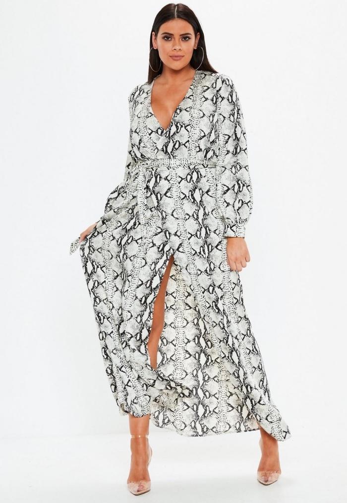 festliche kleider für mollige, hochzeitsgast outfit ideen, langes kleid mit schlangenmuster, damenmode