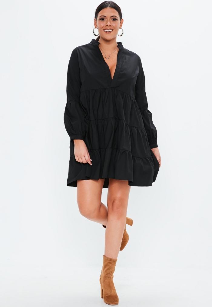 schwarzes weites kleid mit langen ärmeln, festliche mode große damen, braune schuhe