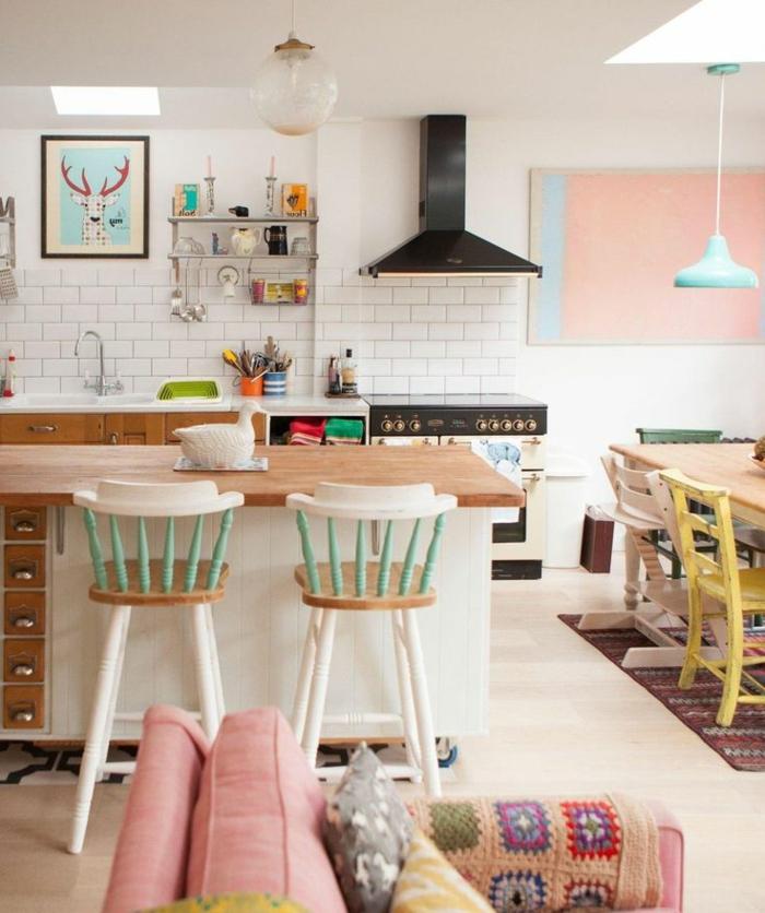 gemütliche-Küche-Esszimmer-Hocker-mit-Lehne-süße-Farben