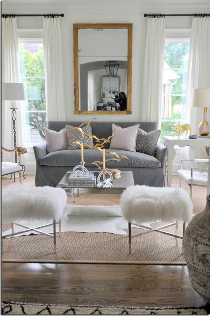 gemütliches-Wohnzimmer-graues-Sofa-couchtisch-mit-Hocker