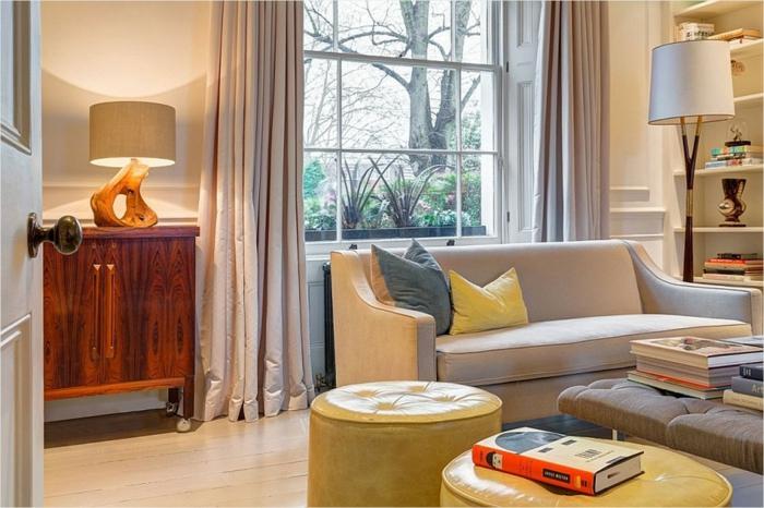 gemütliches-Wohnzimmer-kreativer-Couchtisch-gelbe-Leder-Hocker