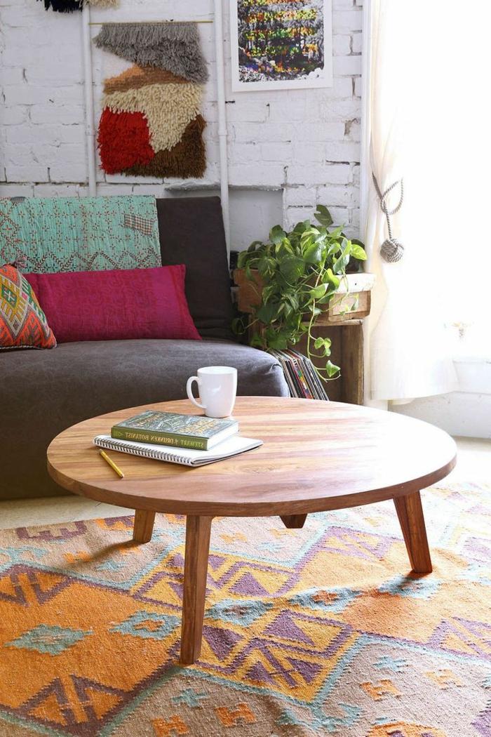 gemütliches-Zimmer-Boho-Einrichtungsstil-Couchtisch-Holz-rund