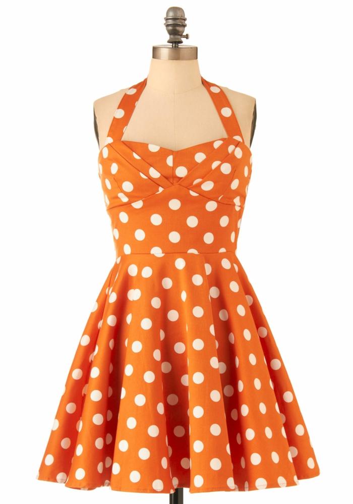 gepunktetes-kleid-in-orange