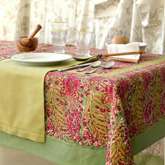 grüne-französische-Leinen-Tischdecke-Tischläufer-feines-Design