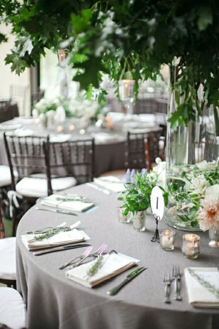 graue-Tischdecke-Leinen-Hochzeit-Tischdeko-elegant-stilvoll