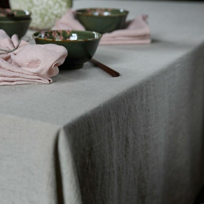 graue-Tischdecke-Leinen-grüne-Schalen