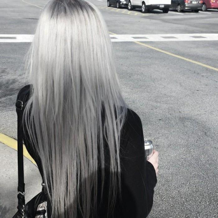 graue- haare-glatt-lang