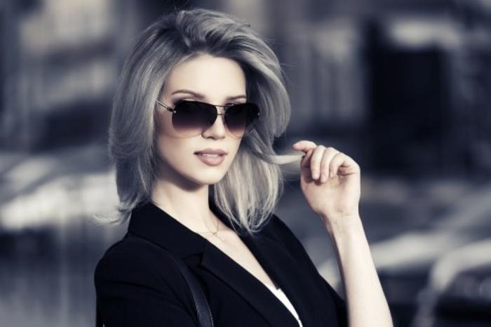 graue- haare-schick-brille