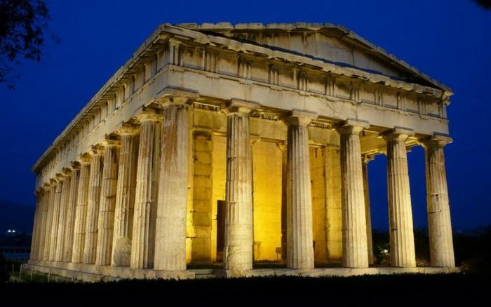 griechische-architektur-großes-gebäude-mit-säulen