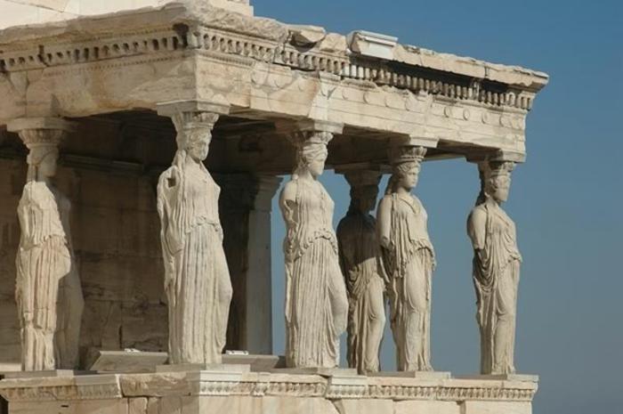 griechische-architektur-sehr-interessante-statuen-säulen