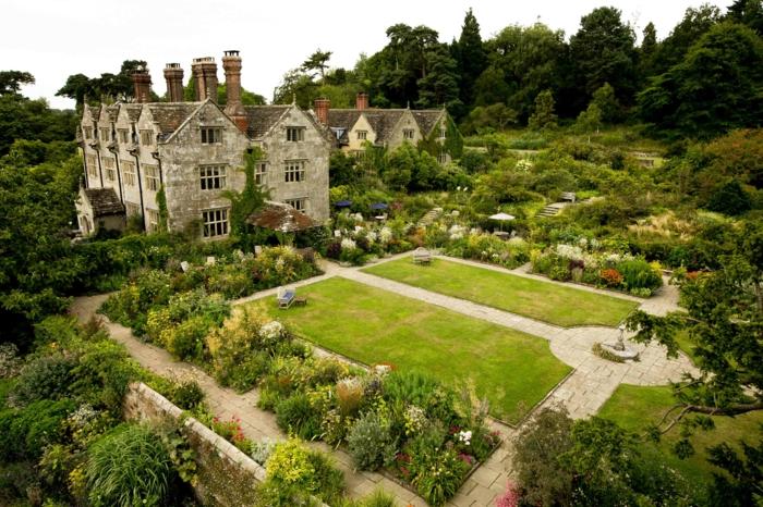 große-Häuser-britischer-Garten-Wiesen-geordnet-aristokratisch-Blumen