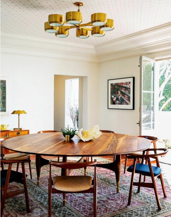 großer-vintage-Speisetisch-Stühle-Esszimmer-gemütliche-Atmosphäre