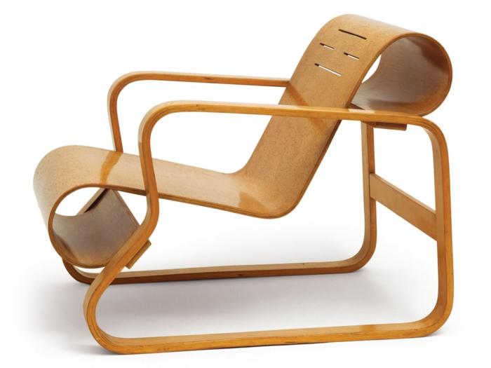 hölzerner-Stuhl-schönes-Design-modern-innovativ