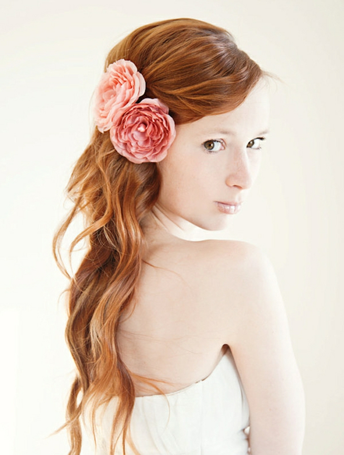 haar- accessoires-rote-lange-haare-schöne-blume
