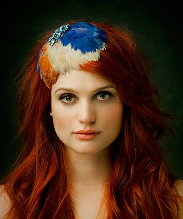 haar- accessoires-rote-schöne-frisur