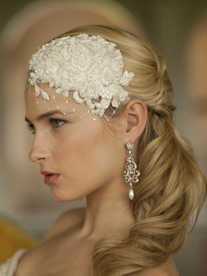 haar- accessoires-schöne-blonde-frisur