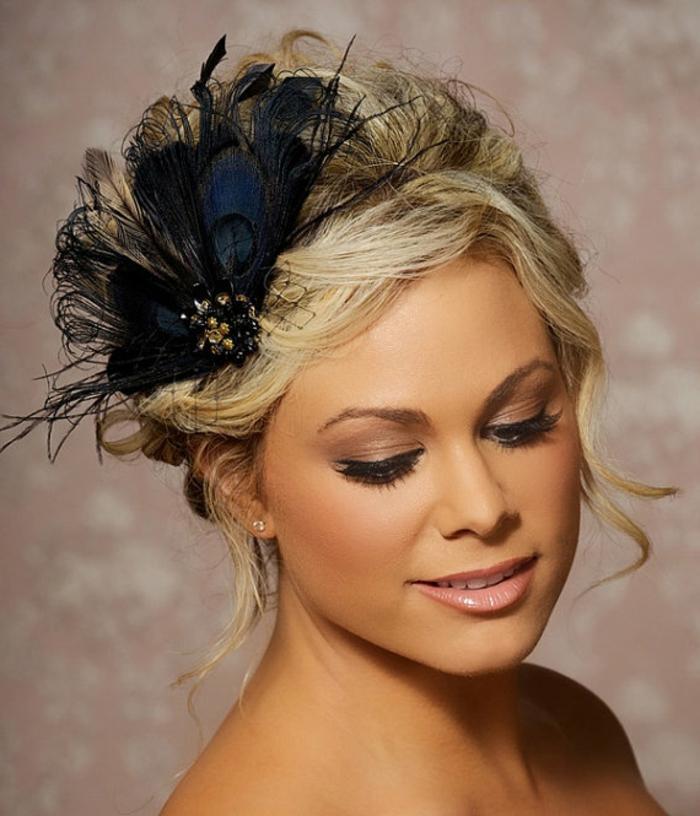 haar- accessoires-sehr-schöne-blonde-frisur