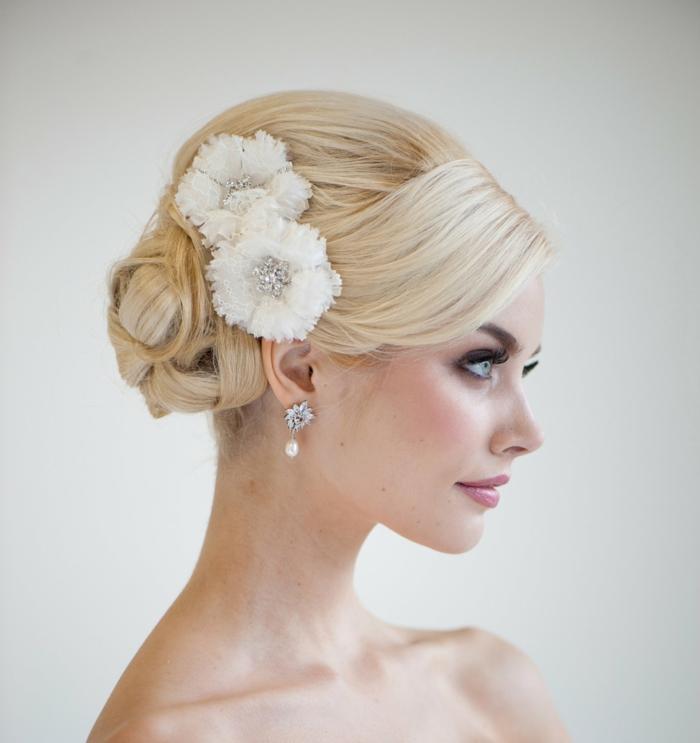 haar-accessoires-weiße-blumen-tolles-aussehen