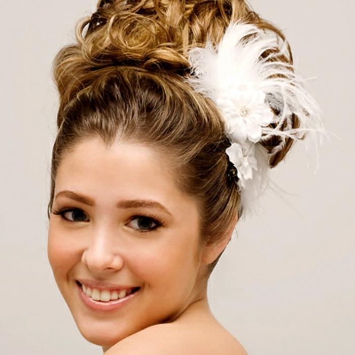 haar-accessoires-weiße-dekorative-blume