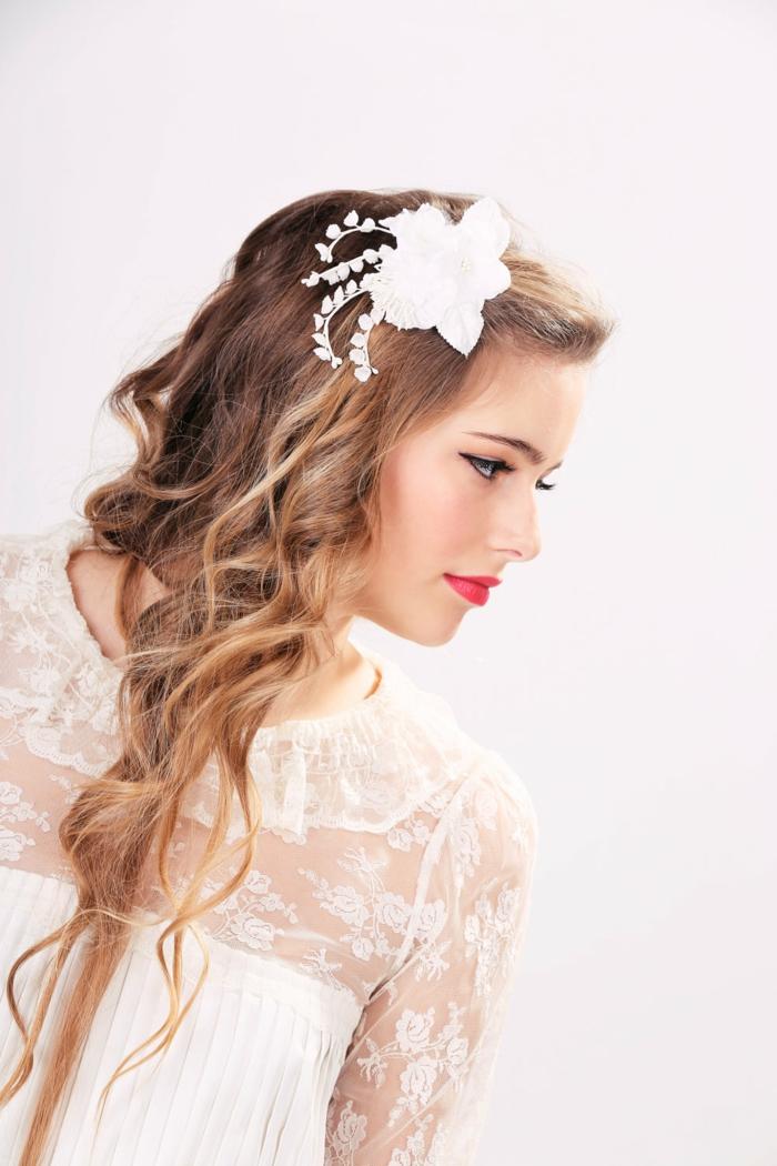 haar-accessoires-weiße-interessante-blume-tolles-aussehen