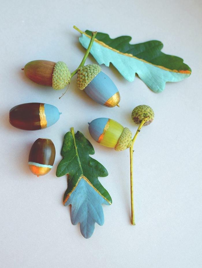 Eicheln und Blätter mit Acrylfarben bemalen, einfache Idee für DIY Herbstdeko