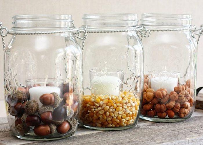 Herbstliche Teelichter einfach selber machen, Eicheln und Mais in Einmachgläser füllen