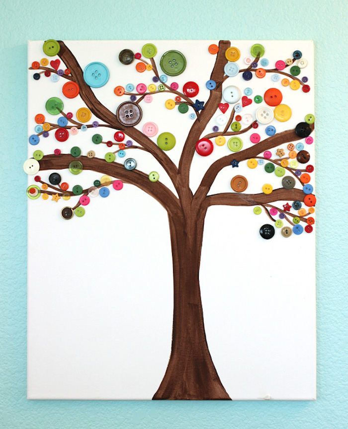 Baum auf Leinwand mit Kindern malen, bunte Knöpfe für Herbstblätter kleben, Herbstbasteln mit Kindern