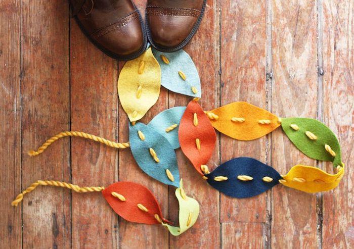 Herbstliche Girlande mit bunten Herbstblättern aus Filz selber machen, Ideen für DIY Herbstdeko