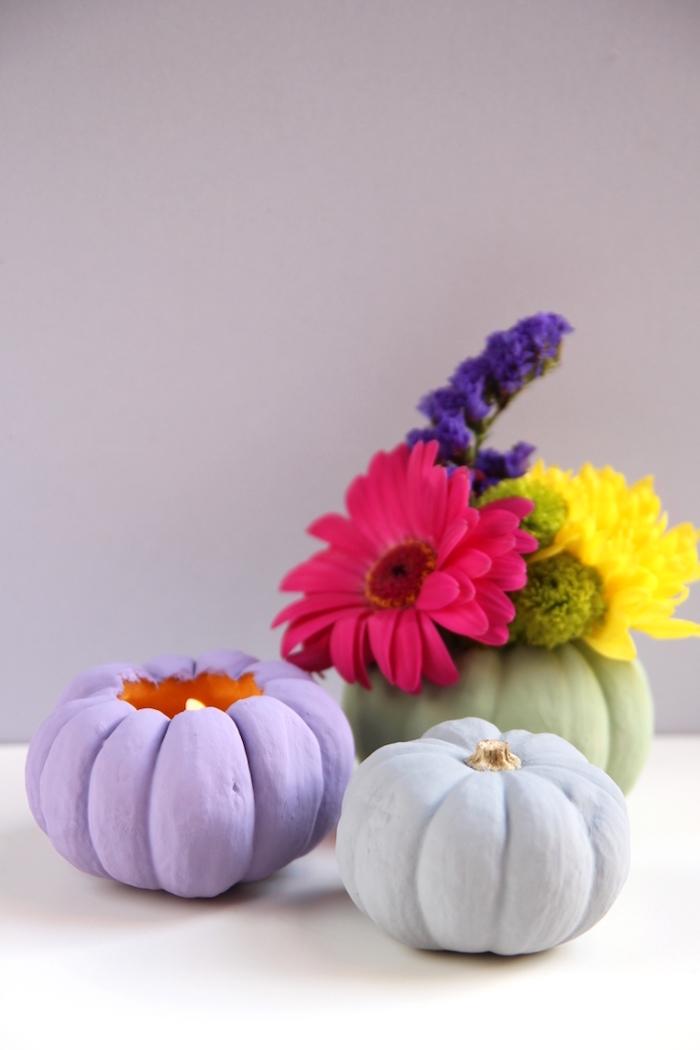 DIY Teelichter und Vasen aus kleinen Kürbissen, aushöhlen und mit Acrylfarbe bestreichen