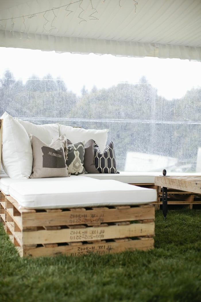rustikale gartenm bel die jedem freiraum passen. Black Bedroom Furniture Sets. Home Design Ideas