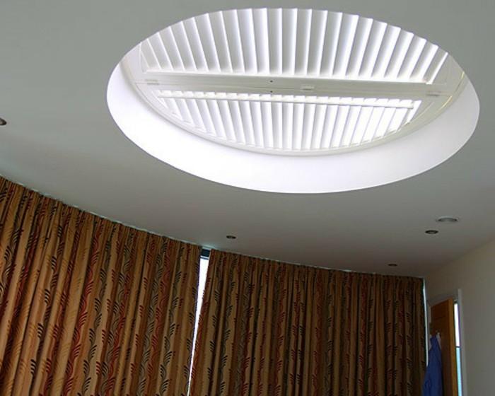 einige sehr interessante jalousien f r dachfenster. Black Bedroom Furniture Sets. Home Design Ideas